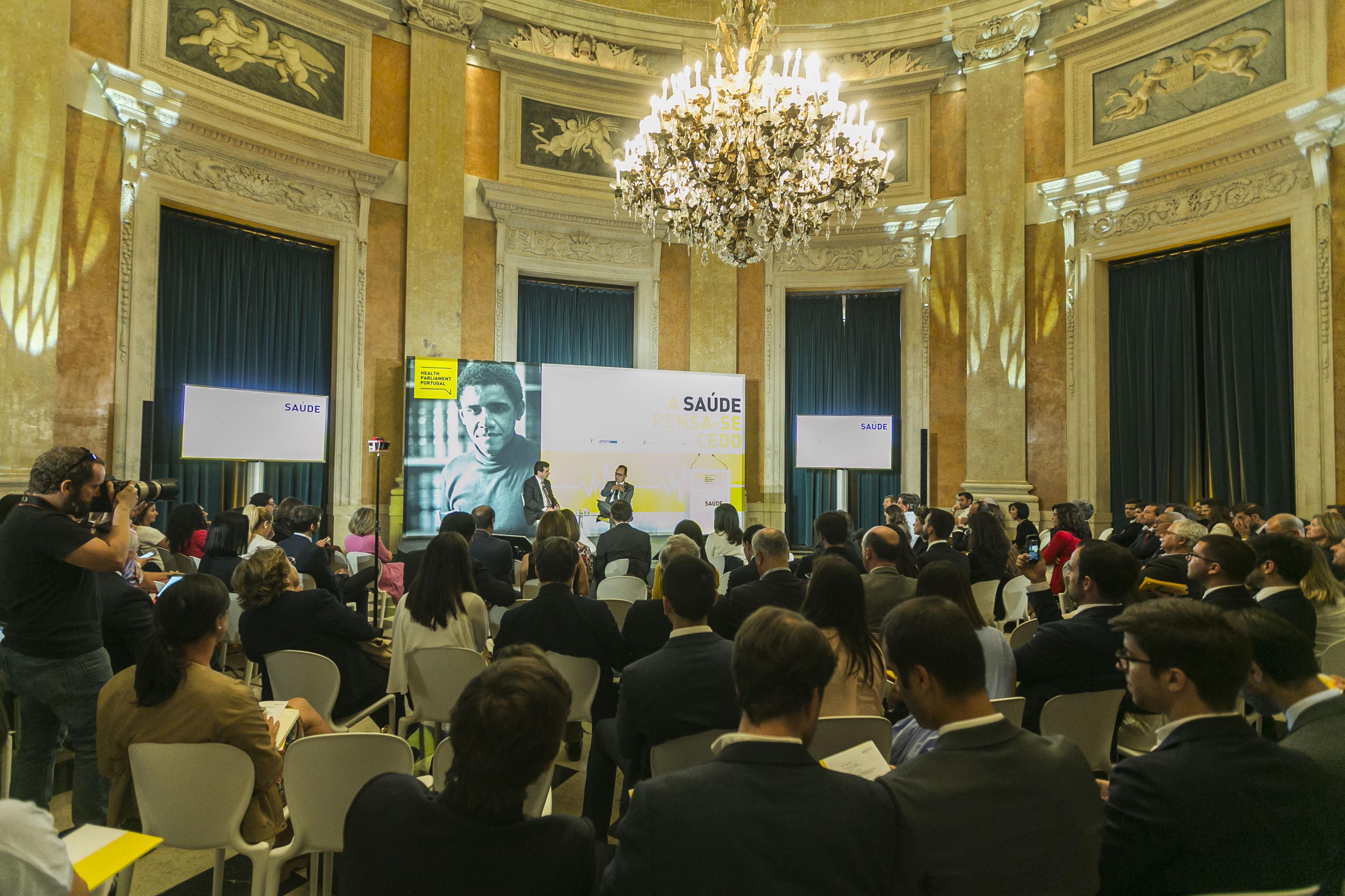 Sala dos Embaixadores no Palácio Nacional da Ajuda onde decorreu o último plenário.