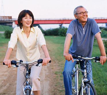 Aktiv sein und zusammen das Leben genießen - trotz Anämie bei Krebs.