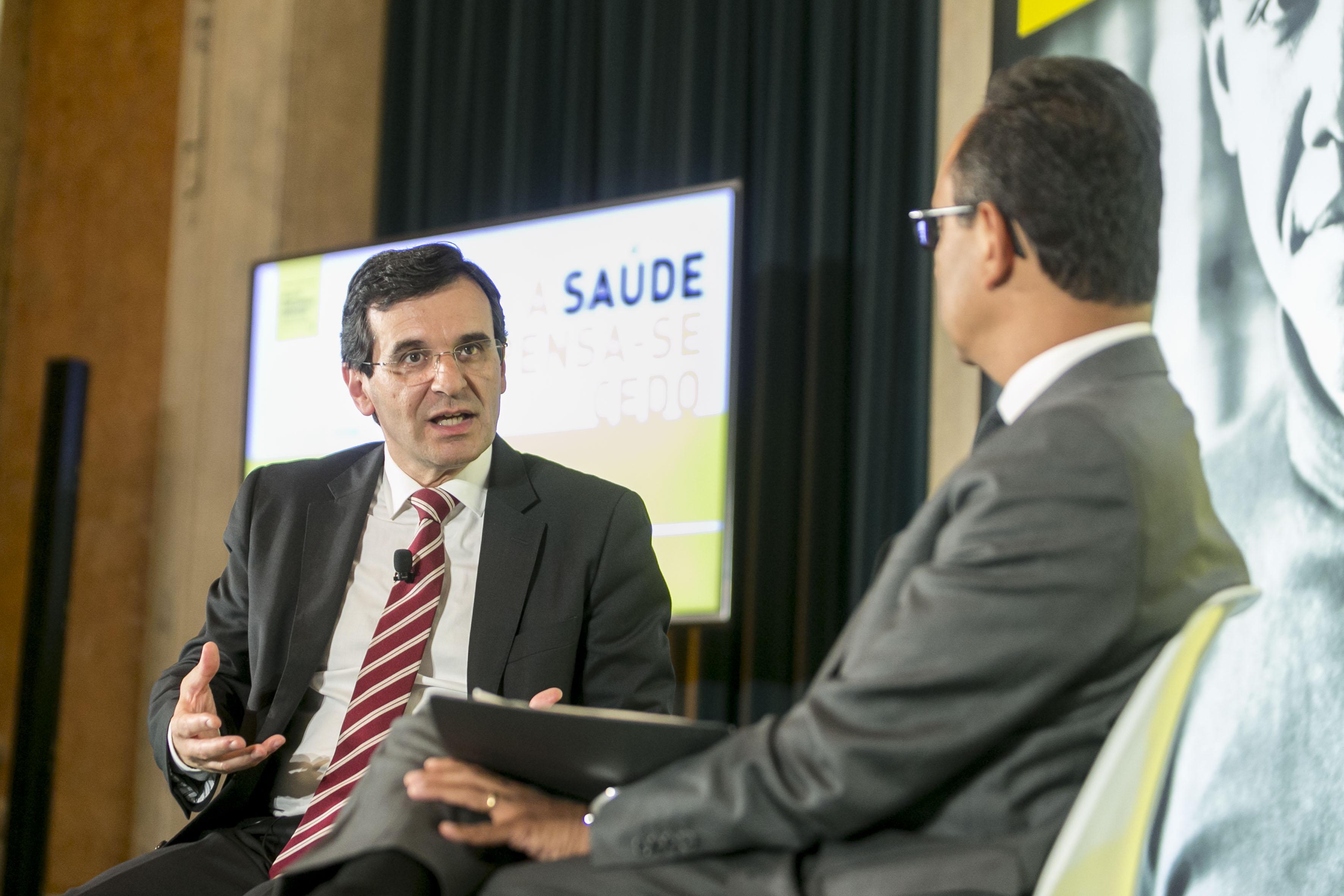 Ministro da Saúde, Adalberto Campos Fernandes, no momento de avaliação das recomendações.